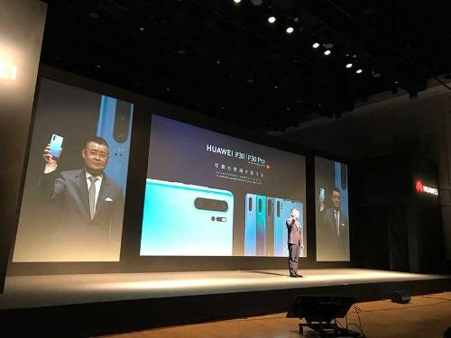 ファーウェイは21日、東京都内でスマートフォンの新製品発表会を開いた