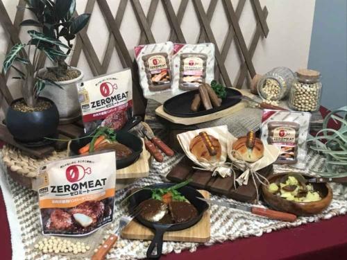 大塚食品は6月18日、大豆が原料で肉を使わない「ゼロミート ソーセージタイプ」を発売する。昨年11月に発売したハンバーグタイプの商品も、大幅に食味を改良し、拡販する