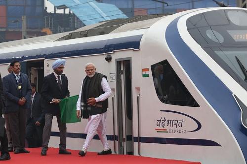 インドの高速鉄道(写真:AFP/アフロ)