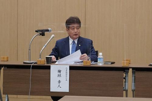 会見に出席する今治造船の檜垣幸人社長(12日、東京・港)