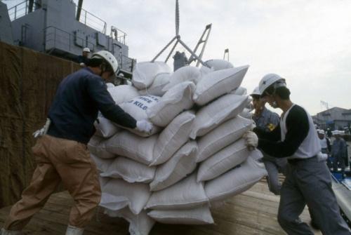 1993年の冷害で、政府は米カリフォルニア米の緊急輸入に踏み切った(写真:Fujifotos/アフロ)