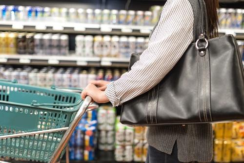 コロナ禍の家飲み需要と酒税法改正でビールの人気が高まっている(写真:PIXTA)