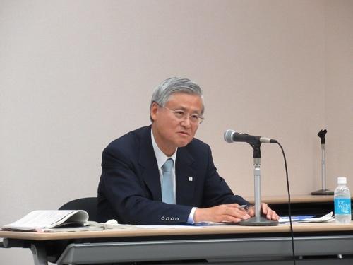 決算内容を説明する樋口達夫社長