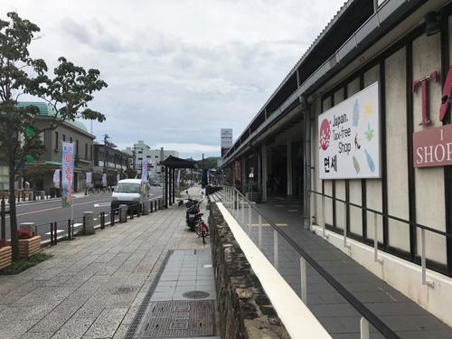 韓国人旅行者が連なって歩いていたという厳原地区の中心部