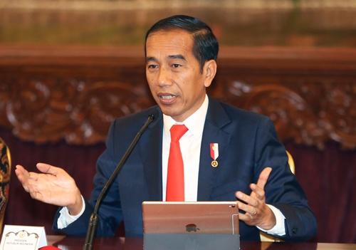 東カリマンタン州への首都移転を発表するインドネシアのジョコ大統領(写真:AP/アフロ)