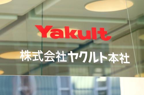ヤクルト本社の方針としてヤクルトレディの正社員化を促すが、販社にノルマはない(写真:西村尚己/アフロ)