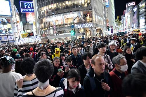 2018年10月31日(水曜日)の渋谷スクランブル交差点の様子(写真:アフロ)