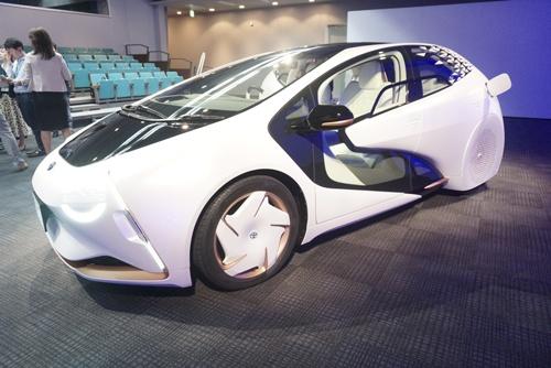 車名「LQ」は、新時代の愛車(Beloved Car)を提案するきっかけ(Q/Cue)になればとのおもいを込めている