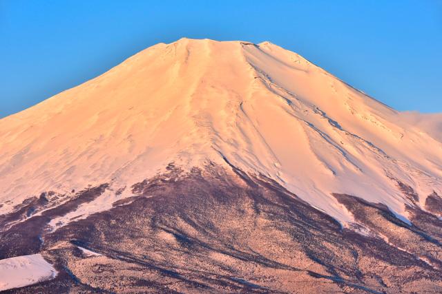 富士山で動画生配信中に滑落、増える安易な山登りの危うさ:日経