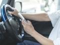 スマホ操作など「ながら運転」厳罰化、違反の線引きどこに?