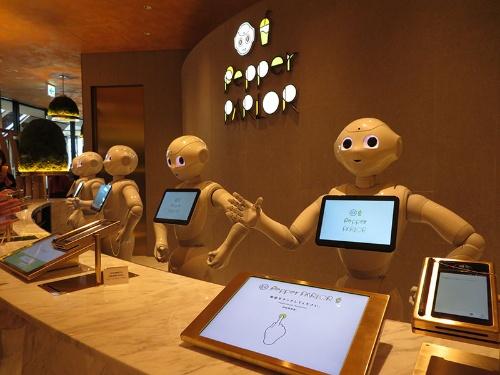 ソフトバンクロボティクス直営カフェ「ペッパーパーラー」の受付ブース