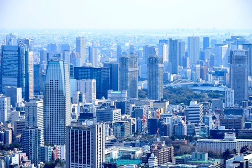 東京では、五輪・パラリンピックを前にホテルの建設ラッシュが続く。みずほ総合研究所は、供給増などにより2020年はホテルが不足しないと試算しているが、8月に限れば不足するとしている(写真:PIXTA)