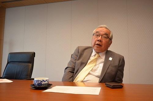 "<span class=""fontBold"">山田大介(やまだ・だいすけ)氏</span><br>みずほフィナンシャルグループとみずほ銀行で専務執行役員(デジタルイノベーション担当)。1984年東京大学経済学部卒、日本興業銀行(現・みずほ銀行)に入行。産業調査部や営業担当役員、大企業法人ユニット長を歴任した。17年からはベンチャーキャピタルのWiLとみずほ銀行で立ち上げたブルーラボ(東京・港)の社長も兼任。58歳。"