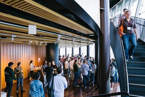 OISTでは、欧米の一流大学のように毎週「ティータイム」が開かれている