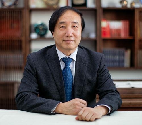 "<span class=""fontBold"">杜鵬氏</span><br>中国人民大学教授、副学長<br>1963年北京生まれ。92年6月から中国人民大学教授、2017年7月から副学長。中国老年医学協会副会長、北京老年学協会会長。高齢化政策などが専門。"