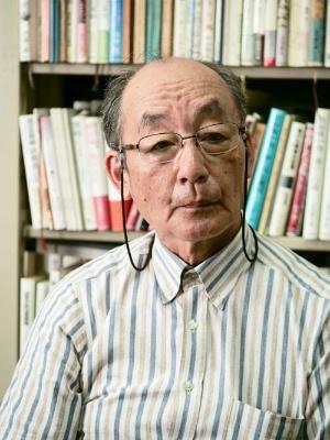 "<span class=""fontBold"">吉田 裕(よしだ・ゆたか)</span><br /> 一橋大学大学院特任教授<br /> 専門は日本近現代軍事史、日本近現代政治史。1954年生まれ。1977年に東京教育大学を卒業、1983年に一橋大学大学院社会学研究科博士課程単位取得退学。一橋大学社会学部助手、助教授を経て、96年から教授。主な著書に『昭和天皇の終戦史』『日本人の戦争観』『アジア・太平洋戦争』など(写真:加藤 康、以下同)。"