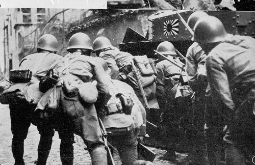 フィリピンで戦う日本軍(写真:Roger-Viollet/アフロ)