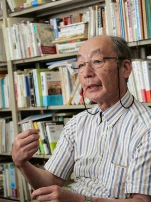 "<span class=""fontBold"">吉田 裕(よしだ・ゆたか)</span><br />一橋大学大学院特任教授<br />専門は日本近現代軍事史、日本近現代政治史。1954年生まれ。1977年に東京教育大学を卒業、1983年に一橋大学大学院社会学研究科博士課程単位取得退学。一橋大学社会学部助手、助教授を経て、96年から教授。主な著書に『昭和天皇の終戦史』『日本人の戦争観』『アジア・太平洋戦争』など。(写真:加藤康、以下同)"