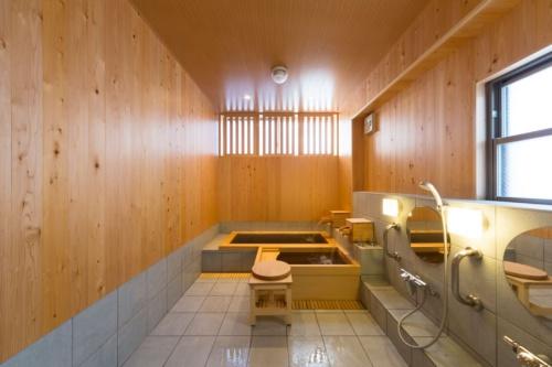 墨田区の御谷湯。福祉型家族風呂の設備を整えている