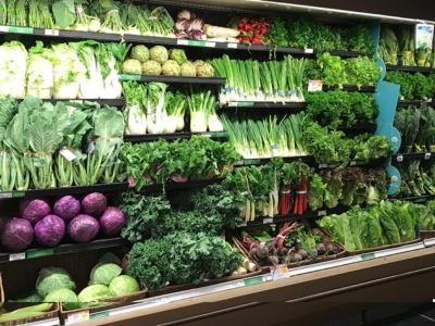 整然と野菜が並ぶパブリックスの売り場