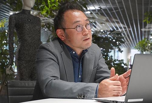"<span class=""fontBold"">澤田宏太郎(さわだ・こうたろう)氏</span><br />1994年早稲田大学理工学部卒、NTTデータ入社。コンサルティング企業を経て2008年スタートトゥデイコンサルティング(現ZOZO)代表取締役。13年スタートトゥデイ(現ZOZO)取締役、19年9月から現職。49歳、神奈川県出身"