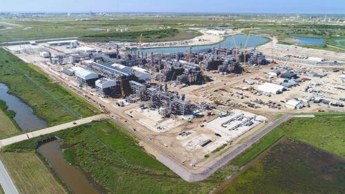 千代田化工建設は海外のLNGプラント建設で実績を積んできたが……(写真は同社が手掛ける米LNGプラント「フリーポート」、Freeport LNG Development, L.P.提供)