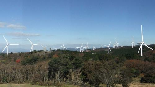 再生可能エネルギーとして期待の高い風力だが……(写真は日立が手掛けた三重県の新青山高原風力発電所)