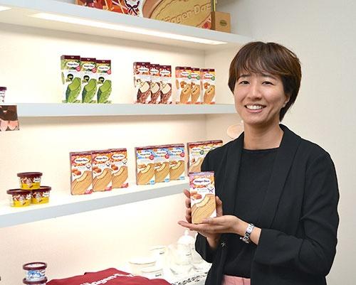 ハーゲンダッツジャパンのマーケティング本部でクリスピーサンドを担当する太田香織さん(写真:山影誉子)
