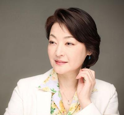 """<span class=""""fontBold"""">黒田福美(くろだ・ふくみ)氏</span><br />女優・エッセイスト<br />女優として活躍する傍ら、1980年代から韓国に往来するなど30年以上にわたって韓国との友好親善に努めてきた。2011年には韓国政府から「修交勲章興仁章」を叙勲。"""