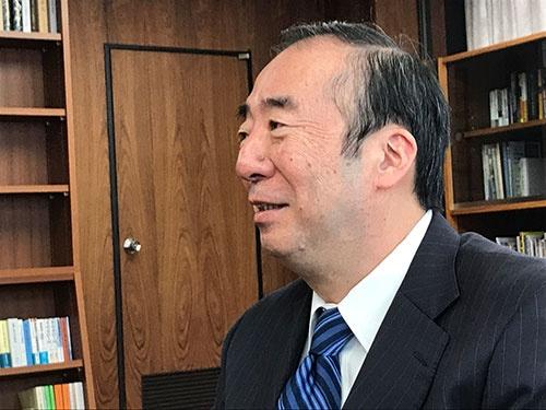 "<span class=""fontBold"">清家篤(せいけ・あつし)</span><br />慶応大学教授、商学部長などを経て、2009年から17年まで慶応義塾長。専門は労働経済学。現在は日本私立学校振興・共済事業団理事長を務める。"