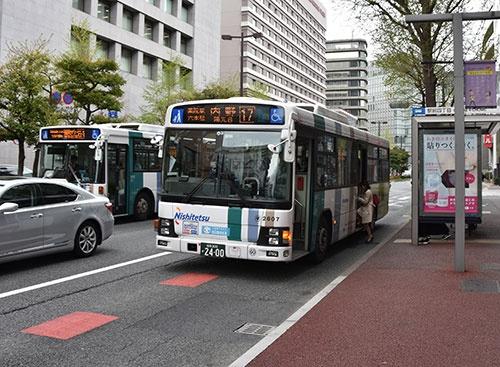 西日本鉄道は、日本最大級のバス保有台数を誇る(福岡市内)