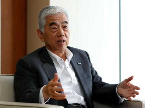 東レの日覚昭広社長は、日米欧の経営モデルを研究している(写真:竹井俊晴)