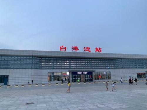 広大な駅前広場が整備された白洋淀駅