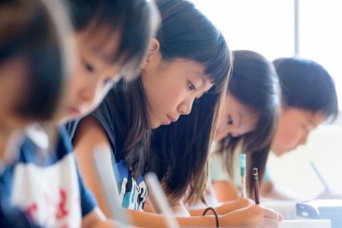 「都市部では中学受験をはじめ教育投資が過熱気味になっている」(写真:PIXTA)
