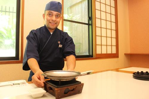 福岡県の温泉旅館「泰泉閣」に入社したネパール出身のティムシナ・ビマルさん