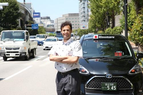 日の丸交通のドライバーとして働くパキスタン出身のムハンマド・リハンさん(写真:陶山勉)