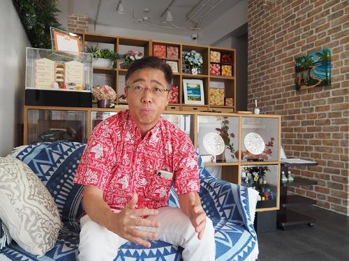 軍用地投資家として知られる三浦氏。自身もサラリーマン大家だったが、今はおもろまちでホテルを経営している