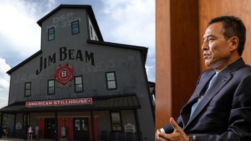 サントリーHDの新浪剛史社長(写真右)は「不退転の決意で、統合作業を進めてきた」と語る。左はビームサントリーのケンタッキー州にある蒸留所