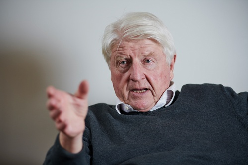 スタンレー・ジョンソン氏。1940年、英国生まれ。元政治家、ジャーナリスト、作家。63年、英オックスフォード大学を卒業。64年、米コロンビア大学の学生時代に、長男ボリス・ジョンソン氏が誕生。73年から79年まで、欧州委員会で環境問題を担当。79年〜84年まで欧州議会の議員として環境・公衆衛生・消費者保護の委員会の副会長を務める。84年~94年まで欧州環境総局のアドバイザー。その後、国連や世界銀行でも環境問題を担当。2019年、長男のボリスが首相に就いた(写真/永川智子)