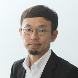 """<span class=""""fontBold"""">柳澤大輔(やなさわ・だいすけ)</span><br />カヤックCEO<br />1974年、香港生まれ。慶應義塾大学環境情報学部卒業後、会社勤務を経て、98年、学生時代の友人と共に面白法人カヤックを設立。鎌倉に本社を構え、オリジナリティのあるコンテンツをWebサイト、スマートフォンアプリ、ソーシャルゲーム市場に発信する。ユニークな人事制度やワークスタイルも発信。著書に『面白法人カヤック会社案内』『鎌倉資本主義』(ともにプレジデント社)、『アイデアは考えるな』(日経BP)、『リビング・シフト 面白法人カヤックが考える未来』(KADOKAWA)などがある。"""