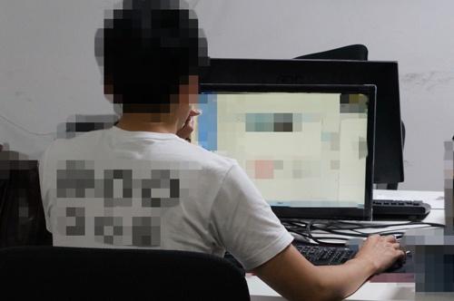 中国・深圳のネット販売業者に勤める王宇航(仮名)は坂田地区の職場から、日本にいるやらせレビューの協力者を操っている