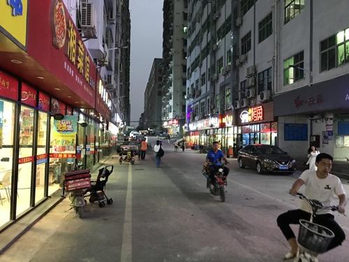 アマゾンに出品するネット販売業者が集まる中国・深圳の坂田地区