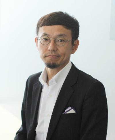 "<span class=""fontBold"">柳澤大輔(やなさわ・だいすけ)<br> カヤックCEO</span><br> 1974年、香港生まれ。慶應義塾大学環境情報学部卒業後、会社勤務を経て、98年、学生時代の友人と共に面白法人カヤックを設立。鎌倉に本社を構え、オリジナリティのあるコンテンツをWebサイト、スマートフォンアプリ、ソーシャルゲーム市場に発信する。ユニークな人事制度やワークスタイルも発信。著書に『面白法人カヤック会社案内』『鎌倉資本主義』(ともにプレジデント社)、『アイデアは考えるな』(日経BP)、『リビング・シフト 面白法人カヤックが考える未来』(KADOKAWA)、『面白法人カヤック社長日記 2015年-2020年愛蔵版』(Kindle版)などがある。"