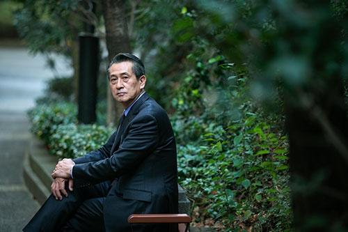 『堕ちたバンカー ~國重惇史の告白~』の著者である児玉博氏 (写真:的野 弘路)