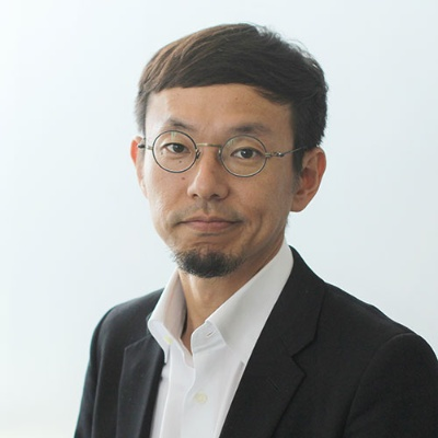 "<span class=""fontBold"">柳澤大輔(やなさわ・だいすけ)</span><br />カヤックCEO<br />1974年、香港生まれ。慶應義塾大学環境情報学部卒業後、会社勤務を経て、98年、学生時代の友人と共に面白法人カヤックを設立。鎌倉に本社を構え、オリジナリティのあるコンテンツをWebサイト、スマートフォンアプリ、ソーシャルゲーム市場に発信する。ユニークな人事制度やワークスタイルも発信。著書に『面白法人カヤック会社案内』『鎌倉資本主義』(ともにプレジデント社)、『アイデアは考えるな』(日経BP)、『リビング・シフト 面白法人カヤックが考える未来』(KADOKAWA)、『面白法人カヤック社長日記 2015年-2020年愛蔵版』(Kindle版)などがある"
