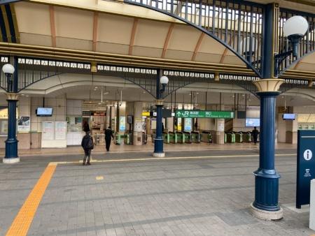 2020年3月舞浜駅。東京ディズニーランドは6月末まで一時休園した(写真提供:PIXTA)