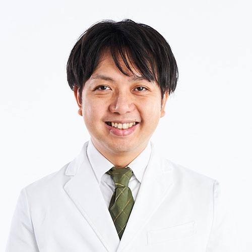 "<span class=""fontBold"">鈴木 健吾(すずき・けんご)</span><br />ユーグレナ 執行役員 研究開発担当<br />1979年生まれ。2005年、東京大学大学院農学生命科学研究科修士課程在学中にユーグレナを設立し、取締役就任。16年、博士(農学)学位取得。18年より現職。19年、博士(医学)学位取得。理化学研究所 微細藻類生産制御技術研究チーム チームリーダー、マレーシア工科大学 マレーシア日本国際工科院 客員教授、東北大学未来型医療創造卓越大学院プログラム 特任教授(客員)を務める。"