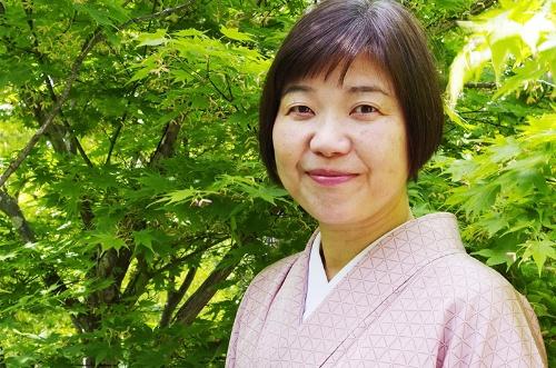 """経営エッセイスト。1963年横浜市生まれ。東京大学経済学部卒業後、旧日興証券に就職。ハーバード・ビジネススクールでMBA取得後、旧日本モトローラ、旧日本GM勤務を経て、97年インド紅茶の輸入・ネット通販会社を千葉県で起業。2002年に家族5人で長野県に移住。18年に会社を事業譲渡し、現在は「地方移住×起業×事業承継」についての執筆と講演を行う巴創業塾を主宰。7月、日経BPから<a href=""""https://www.amazon.co.jp/dp/4296110020"""" target=""""_blank"""">『六方よし経営』</a>を出版。このほか著書に、『衰退産業でも稼げます「代替わりイノベーション」のセオリー』(新潮社)、『コロナ移住のすすめ 2020年代の人生設計』(毎日新聞出版)がある"""