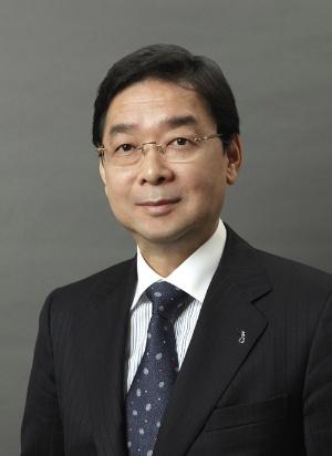 "<span class=""fontBold"">小宮一慶(こみや・かずよし)</span><br> 経営コンサルタント。小宮コンサルタンツ代表取締役CEO。十数社の社外取締役や監査役、顧問も務める。京都大学法学部卒業後、東京銀行(現 三菱UFJ銀行)、岡本アソシエイツなどを経て独立。著書は100冊を超える"