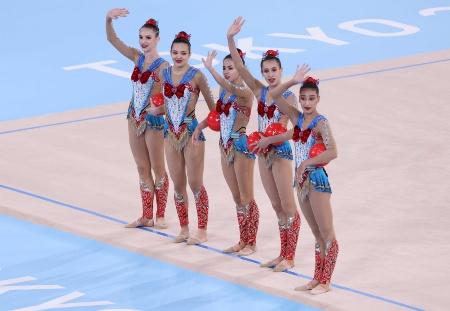 東京2020オリンピックに「セーラームーン」の制服をイメージした衣装で登場した新体操ウズベキスタン代表。他の競技でも「ドラゴンボール」などの決めポーズをする選手が注目を集めた。「日本アニメの魅力」が世界で認められた証しである(写真=代表撮影JMPA+真野慎也)